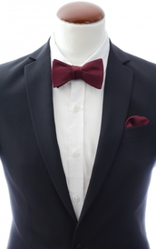 Dark burgundy self-tie bow tie and handkerchief silk